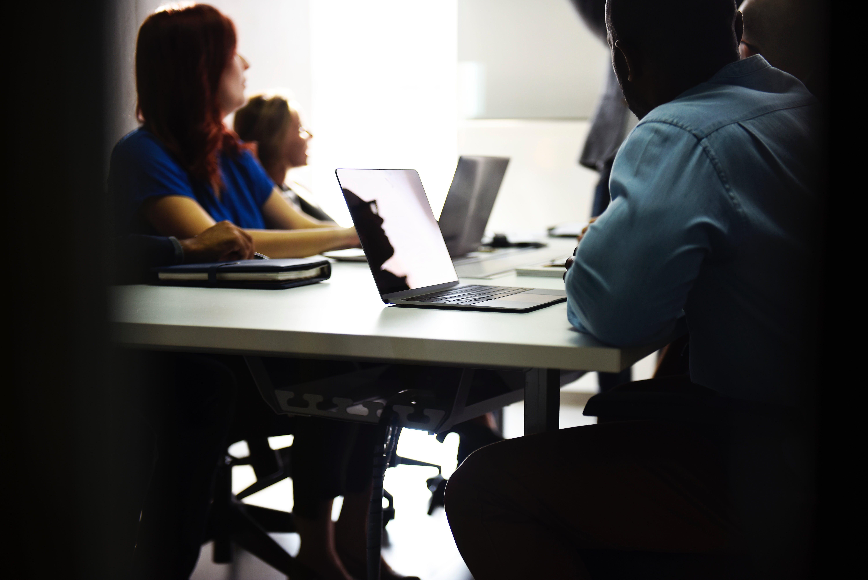 Meeting-Kurs-Training-Weiterbildung-Fortbildung-rawpixel-310778-unsplash