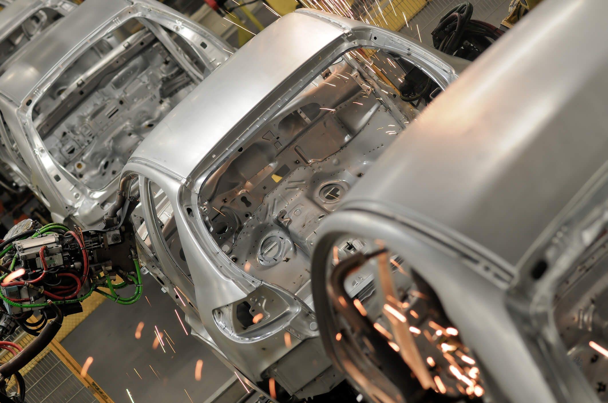 Titelbild-Auto-Automotive-Karosserie-Produktion-iStock-483559919-RicAguiar