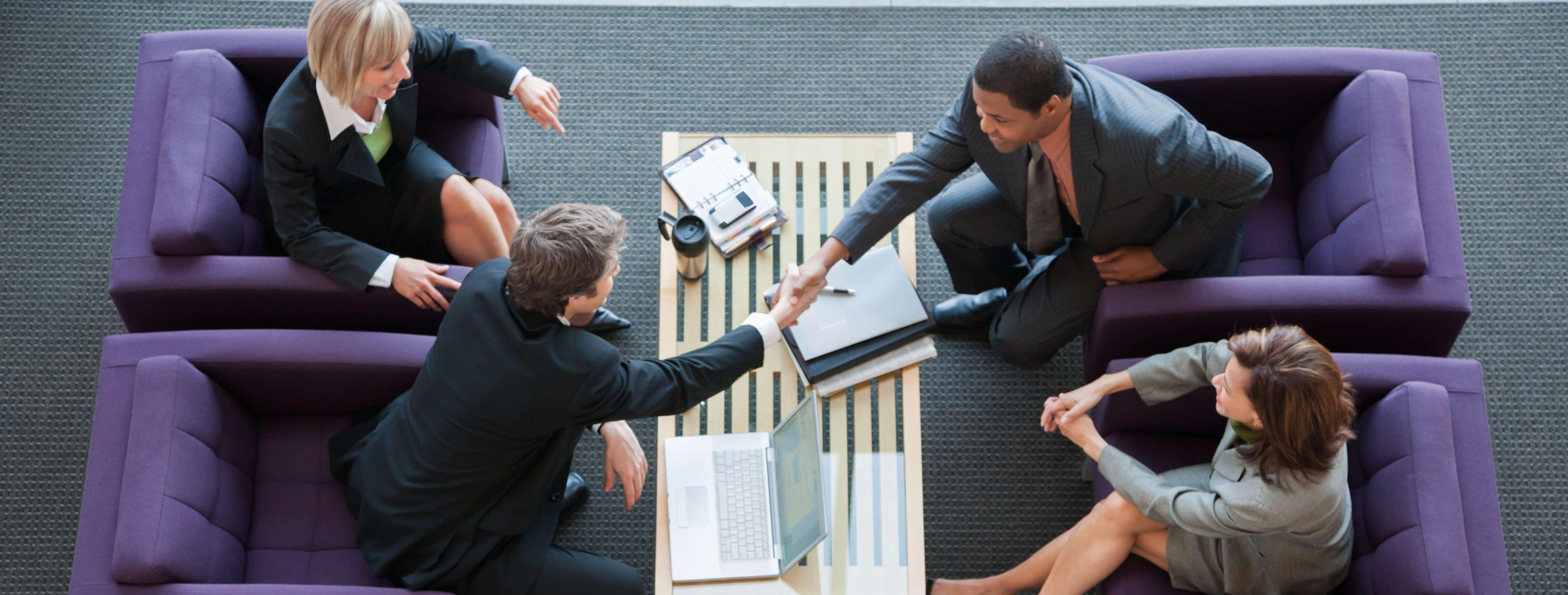 Titelbild-Business-Verhandlung-Abschluss-Handschlag-Handshake-iStock-519079370-FangXiaNuo