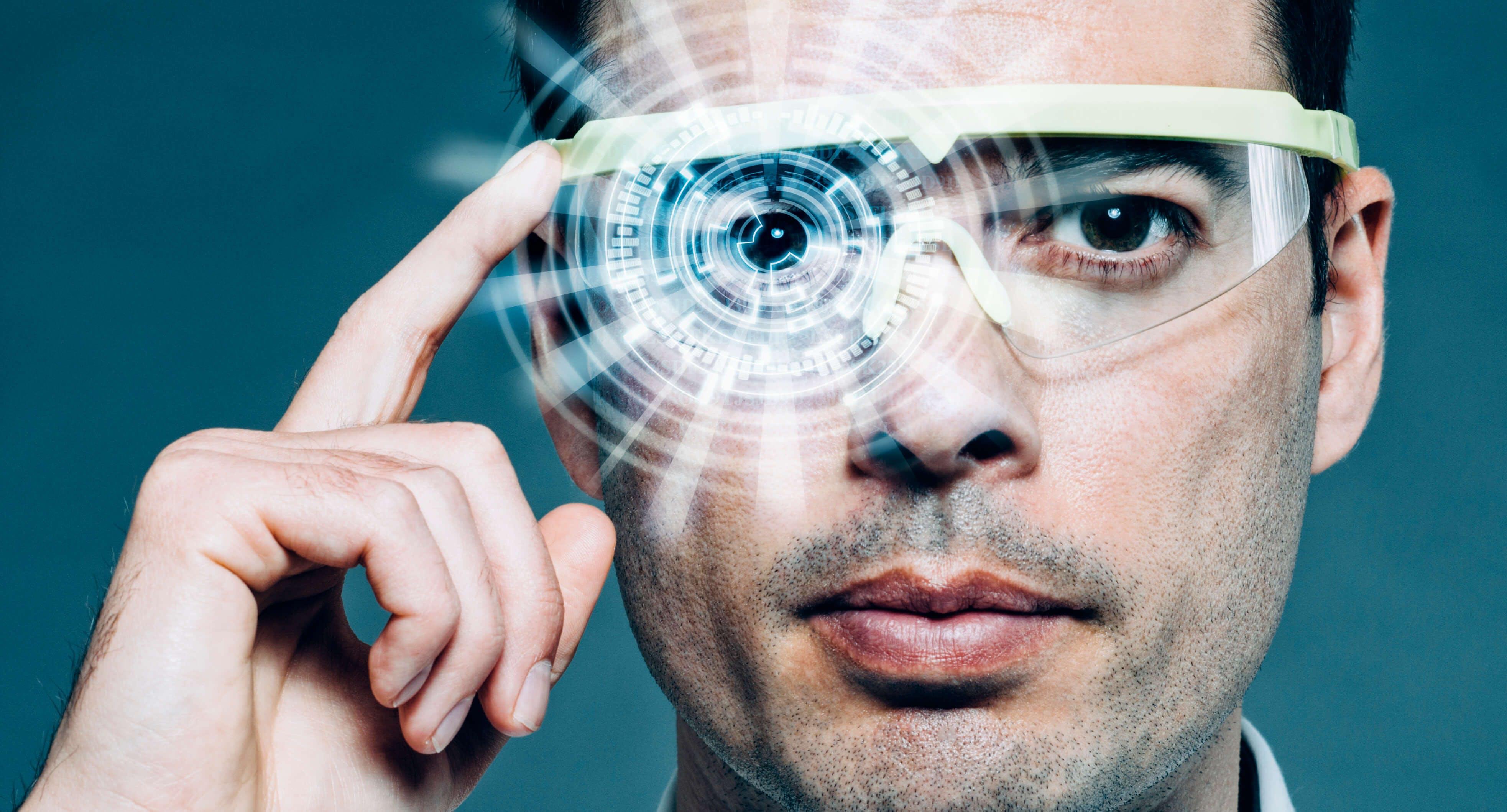 Titelbild-Datenbrille-Google-Glass-High-Tech-iStock-471883878-mikkelwilliam