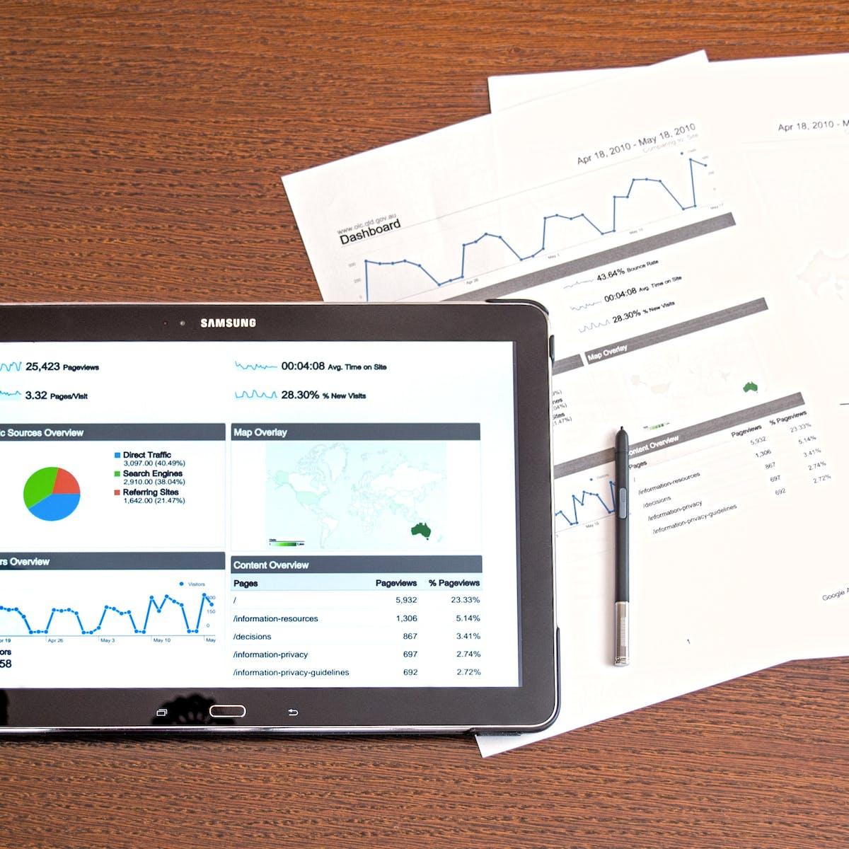 Titelbild-Digitalisierung-Wettbewerbsdruck-Wettbewerb-Tablet-Analyse-Zahlen-pixabay-1263422-PhotoMIX-Company