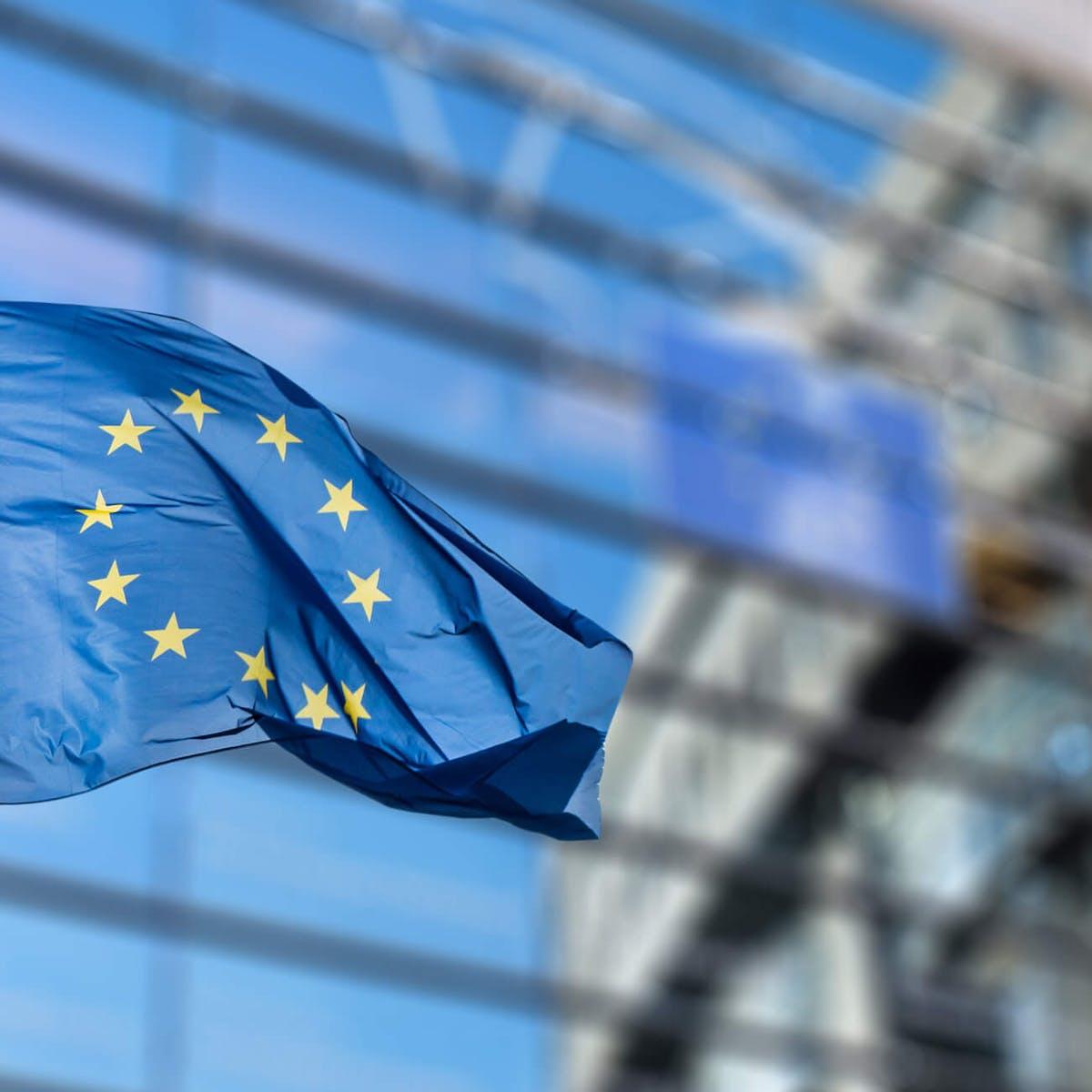 Titelbild-Europa-Flagge-Fahne-iStock-506815322-artJazz