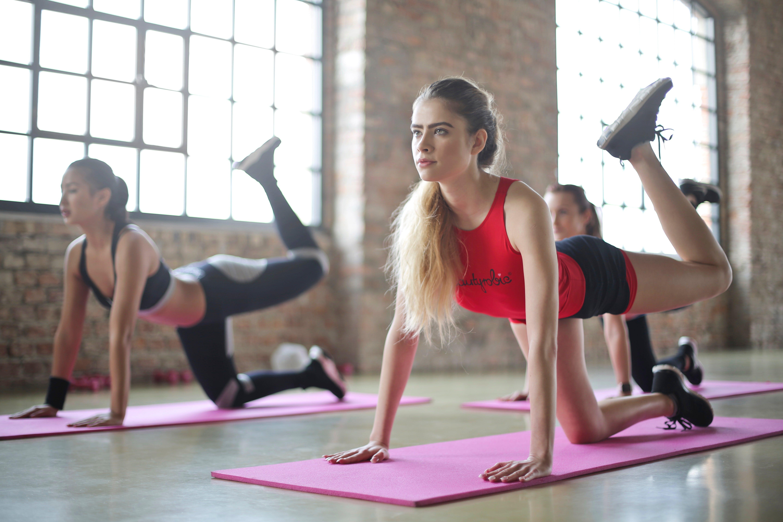 Titelbild-Fitness-Gesundheit-Massnahmen-Unternehmen-Sport-fit-558730-unsplash-Bruce-Mars