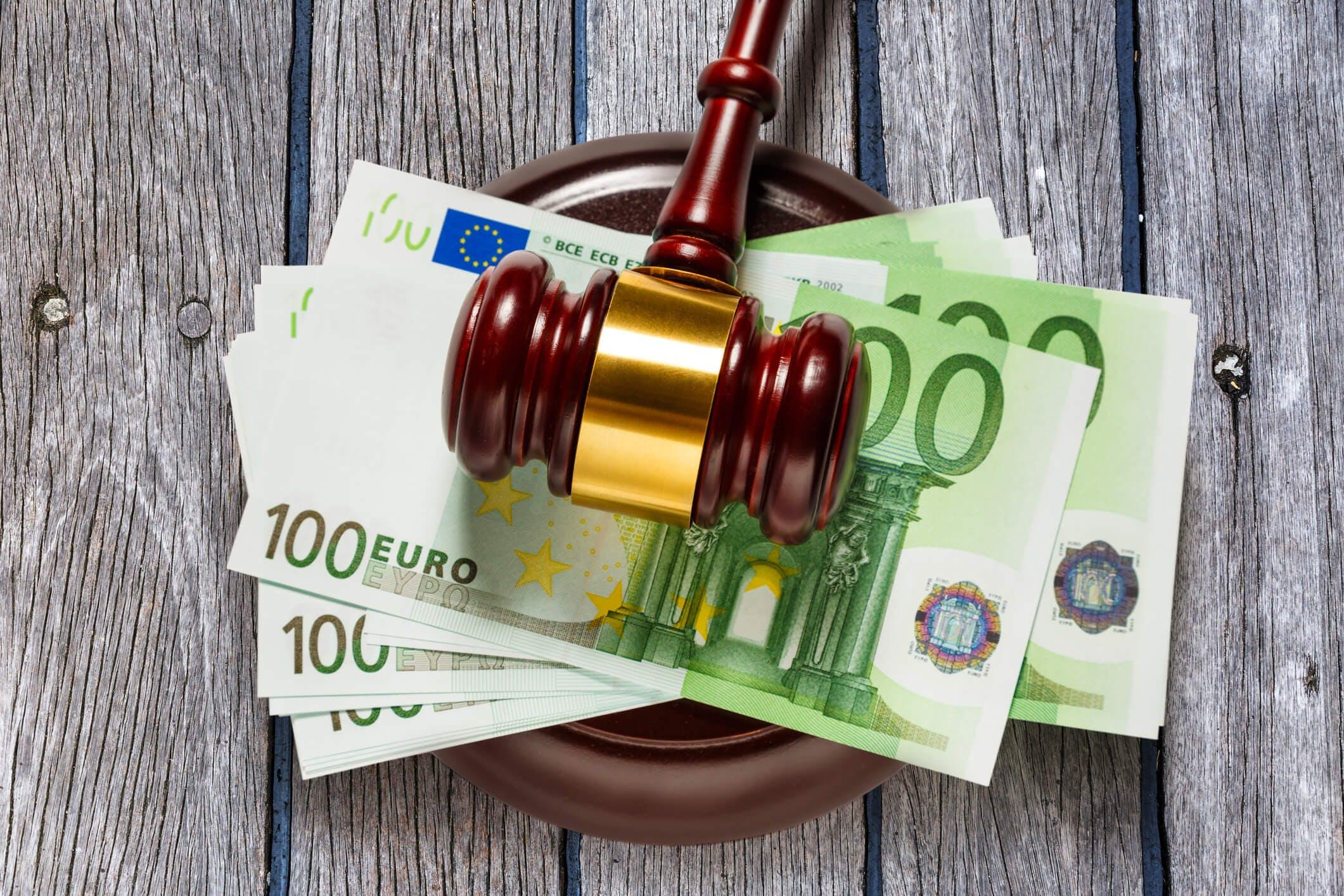 Titelbild-Geld-Euro-Hammer-Auktion-iStock-606192614-Garsya