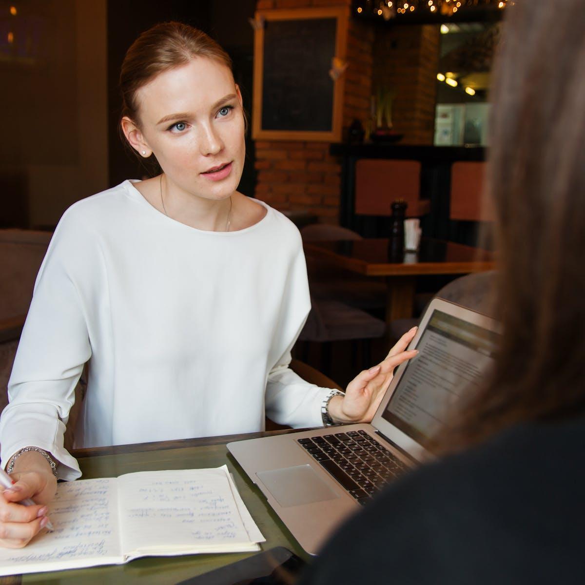 Titelbild-Interview-Jessica-Büst-Generation-Z-GenZ-Frau-Jugendliche-pixabay-3560932-nastya_gepp