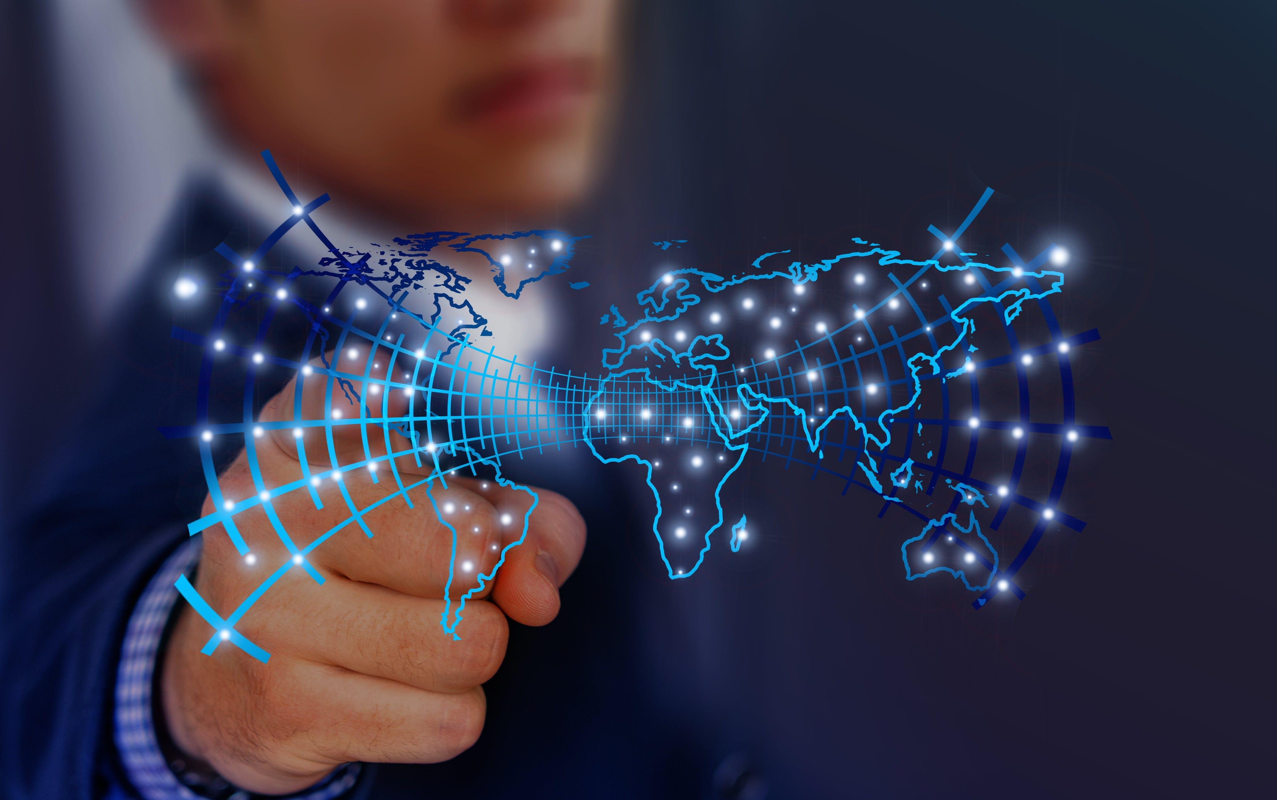 Titelbild-Künstliche-Intelligenz-Online-Kurs-Vernetzung-digitale-Welt-Weltkarte-pixabay-3435575-geralt