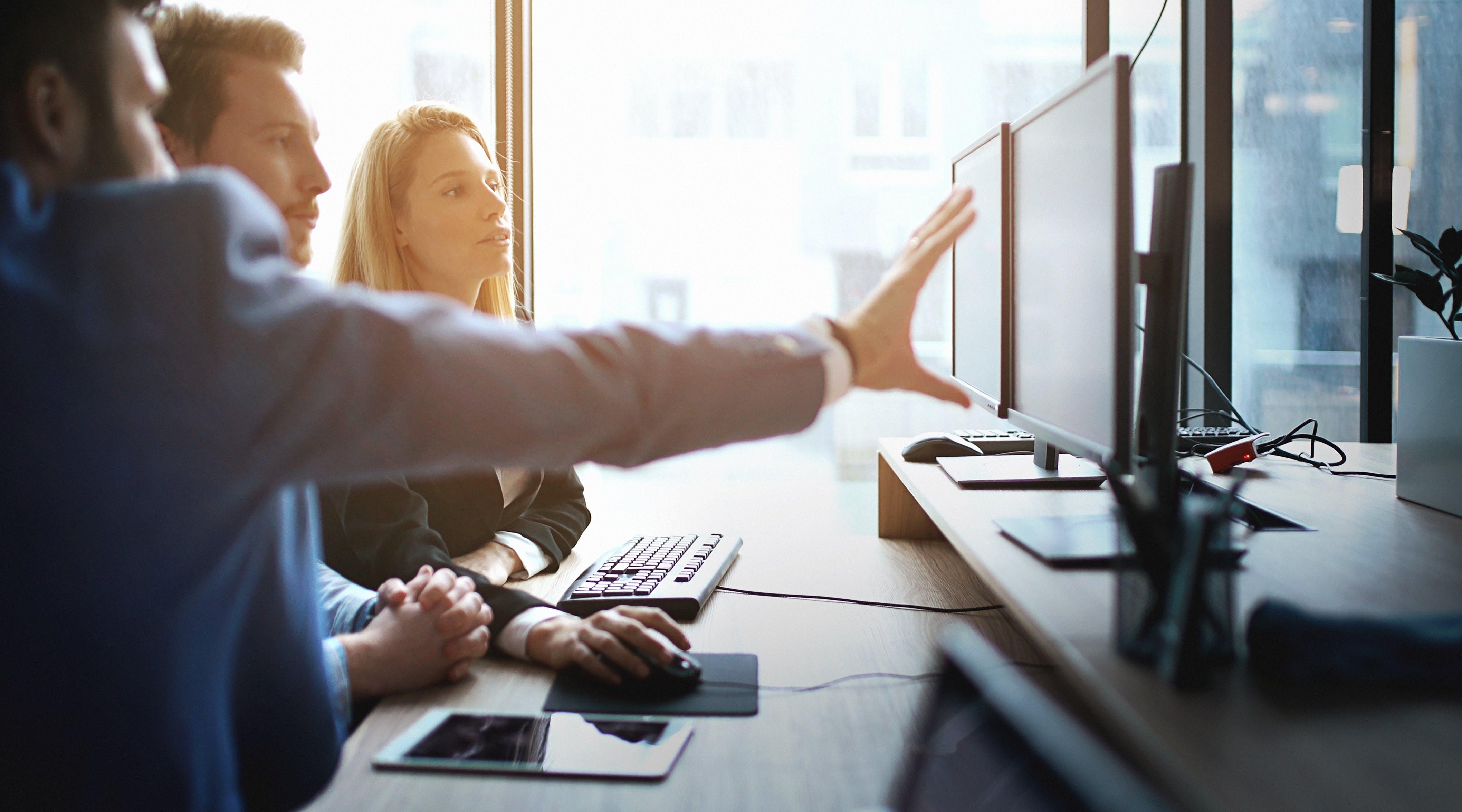 Titelbild-Laptop-Meeting-Team-iStock-636609180-Bildnachweis-gilaxia-e1504002112155