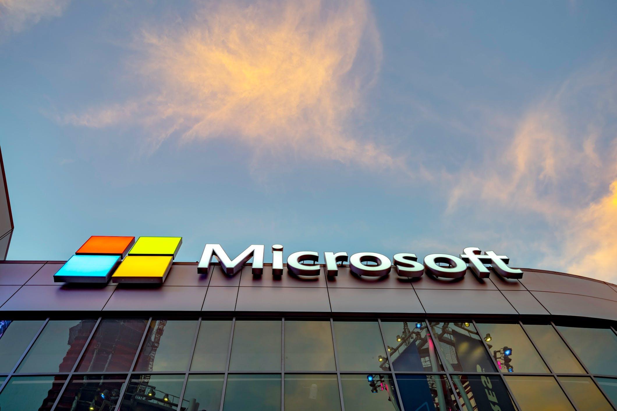 Titelbild-Microsoft-Azure-Sphere-Logo-Gebäude-iStock-917844370-4kodiak