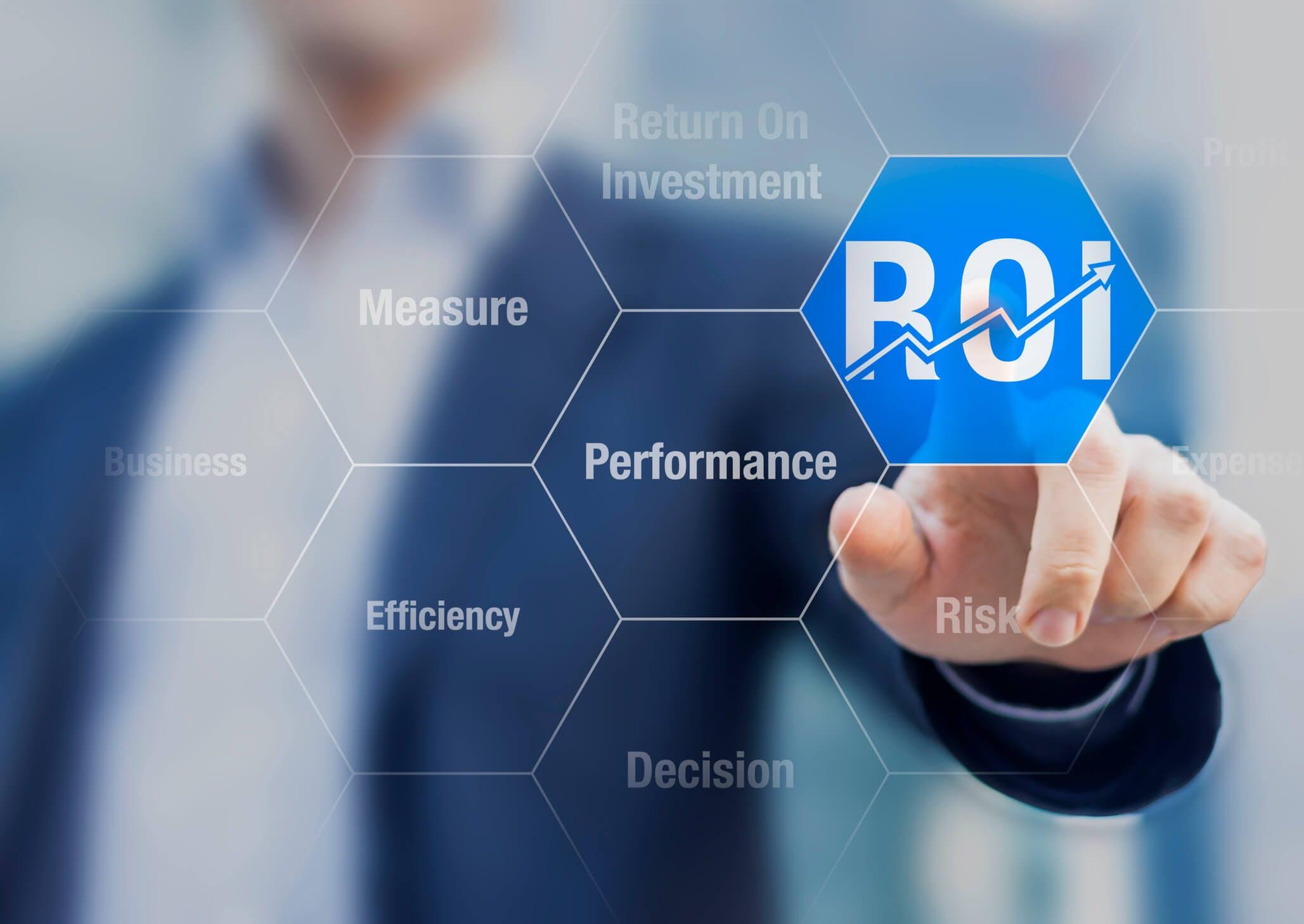 Titelbild-ROI-Touchscreen-Mann-digital-iStock-489982076-NicoElNino