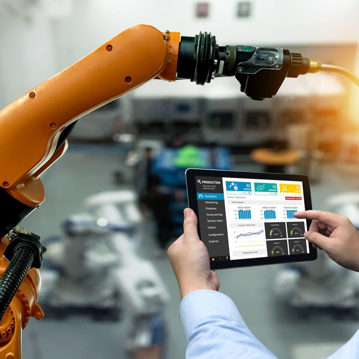Titelbild-Roboter-Arm-Produktion-Tablet-OSRAM-iStock-803972362