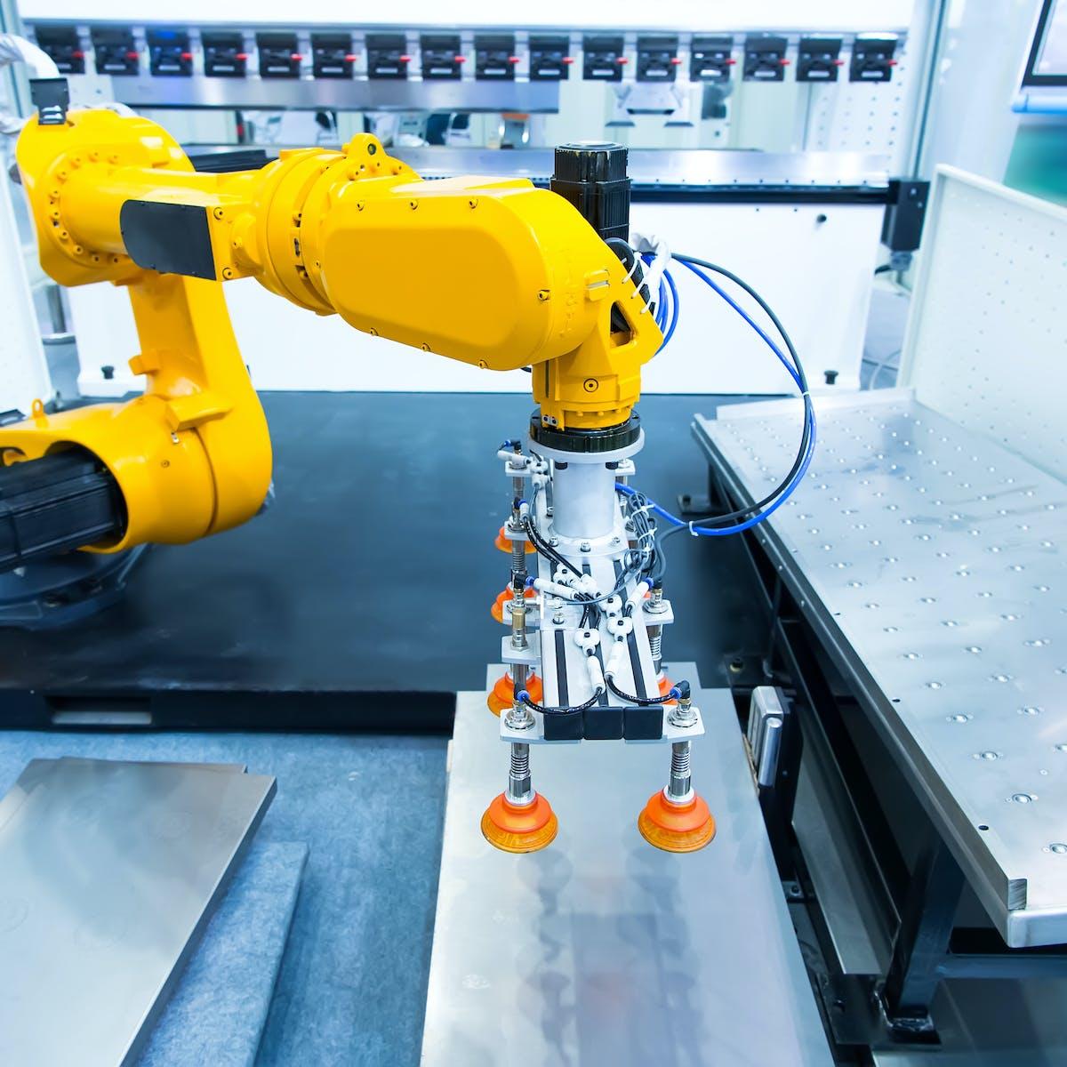 Titelbild-Smart-Factory-Roboter-Roboterarm-Produktion-Fabrik-Industrie-4-0-AdobeStock-202769372-xiaoliangge