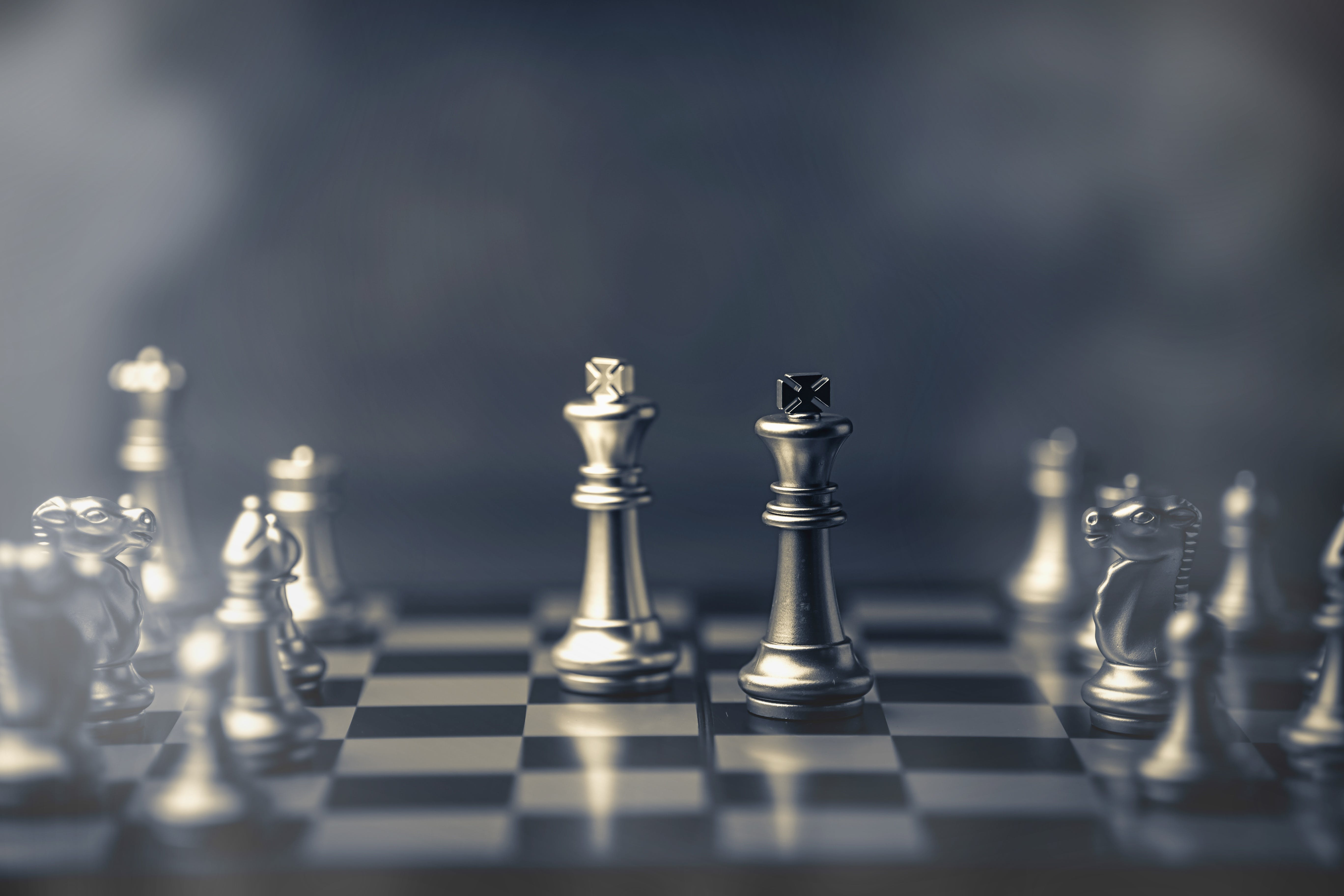Titelbild-Strategie-Weiterbildung-Schach-Schachbrett-Schachfigur-shutterstock-whyframe