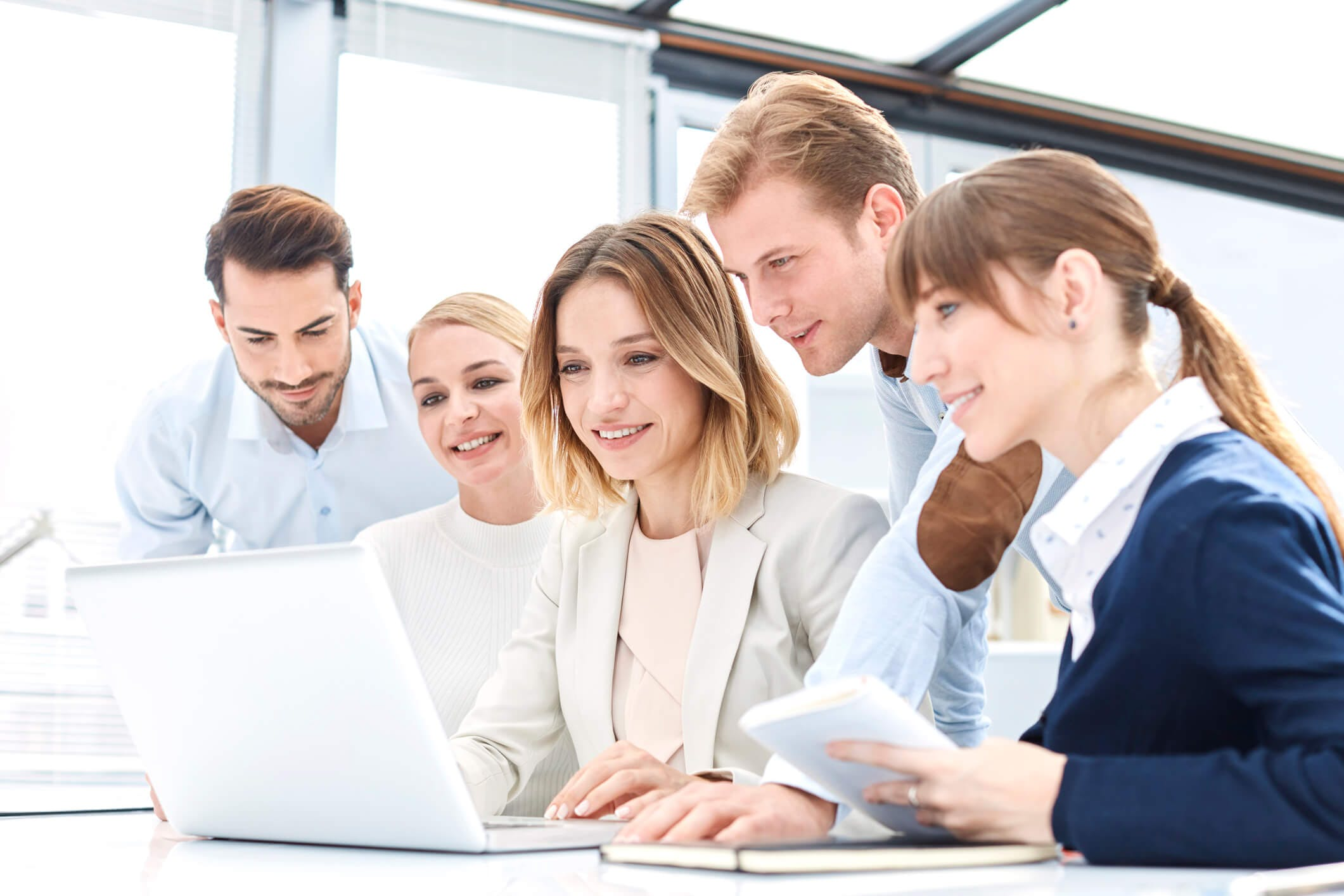 Titelbild-Team-Meeting-jung-Start-up-iStock-830494512-stockvisual