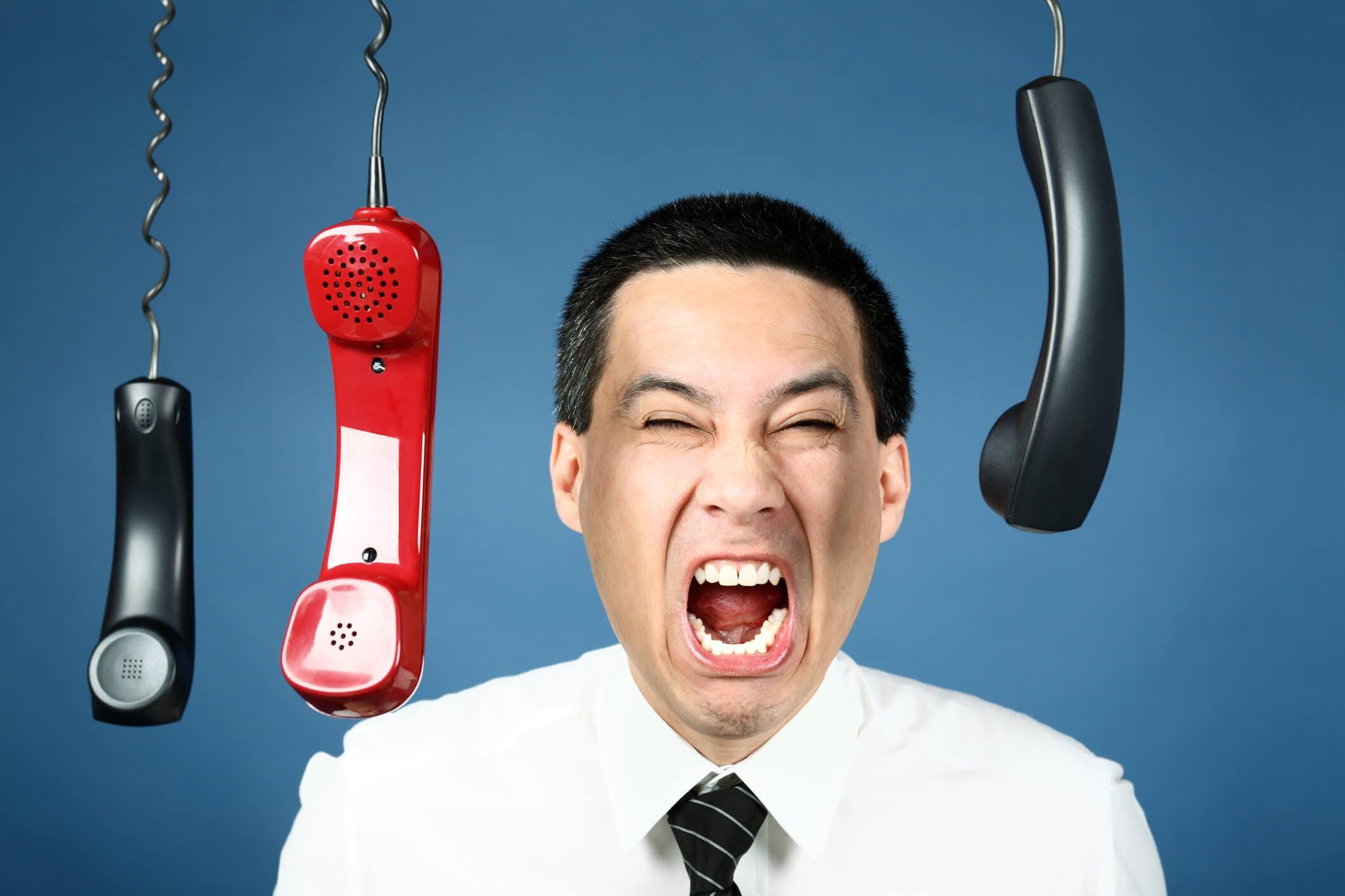 Titelbild-Telefone-Mann-Schrei-Wut-iStock-91004822-ManuWe
