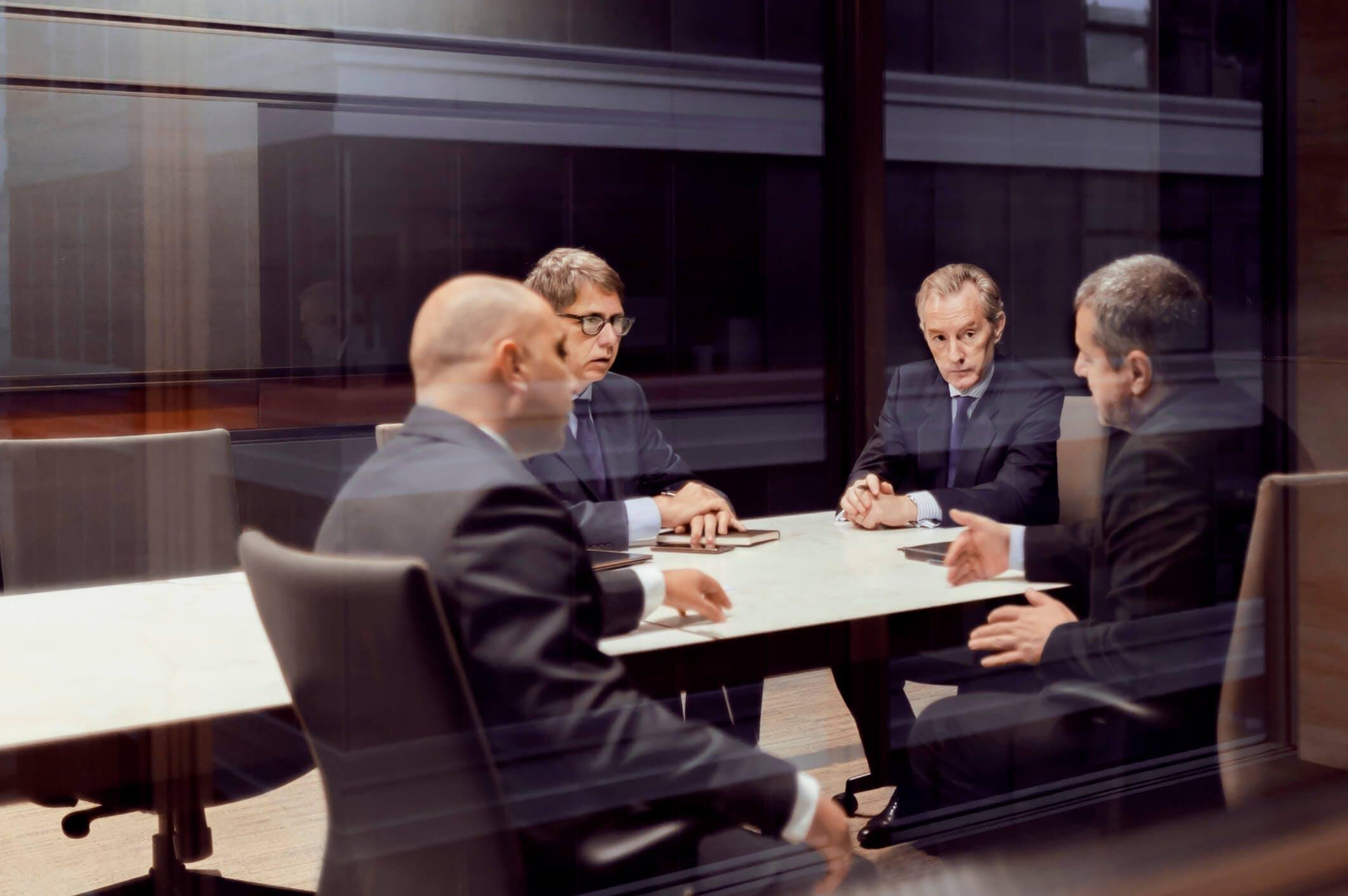 Titelbild-Verhandlung-Geschäftsleute-Meeting-iStock-637933212