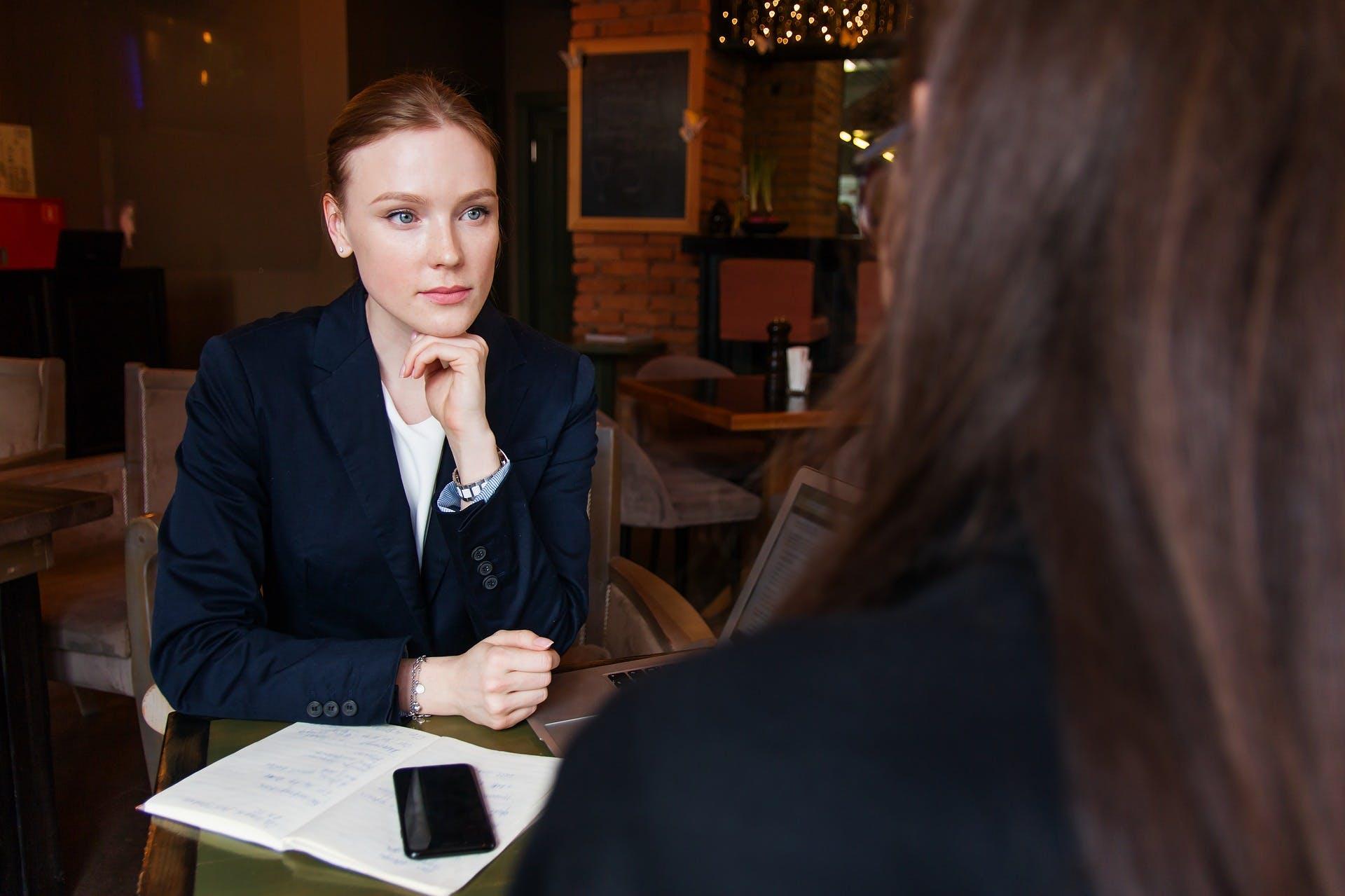 Titelbild-Vorgesetzte-Chefin-Business-Frau-Bewerbung-Vorstellung-pixabay-3560931-nastya_gepp