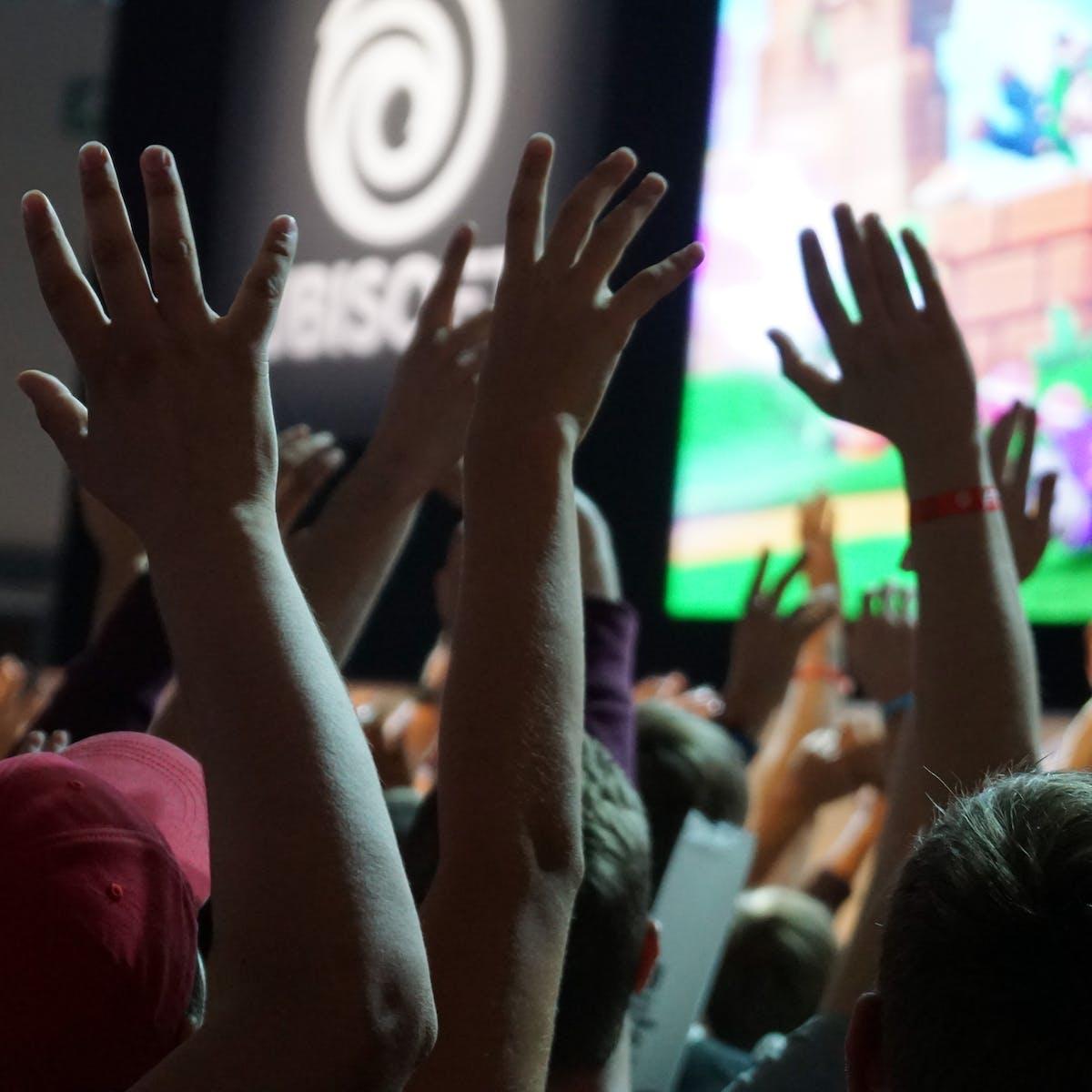 Titelbild-Weltmeister-dank-SAP-gamescom-Spielemesse-Hände-hoch-Feier-pixabay-2676958-superanton
