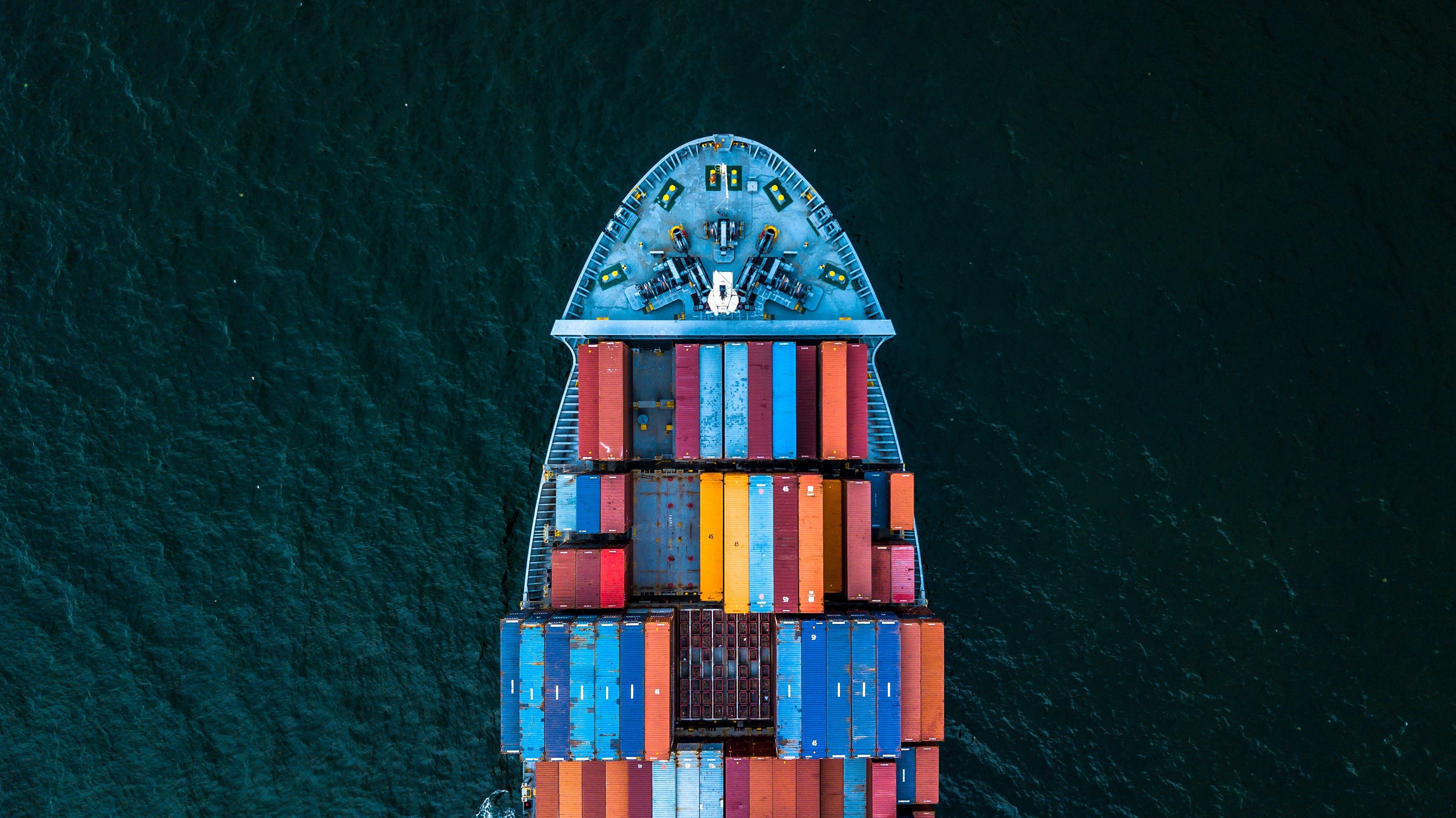 Titelbild-Zoll-Blockchain-Container-Containerschiff-Hafen-840803724-istock-AvigatorPhotographer